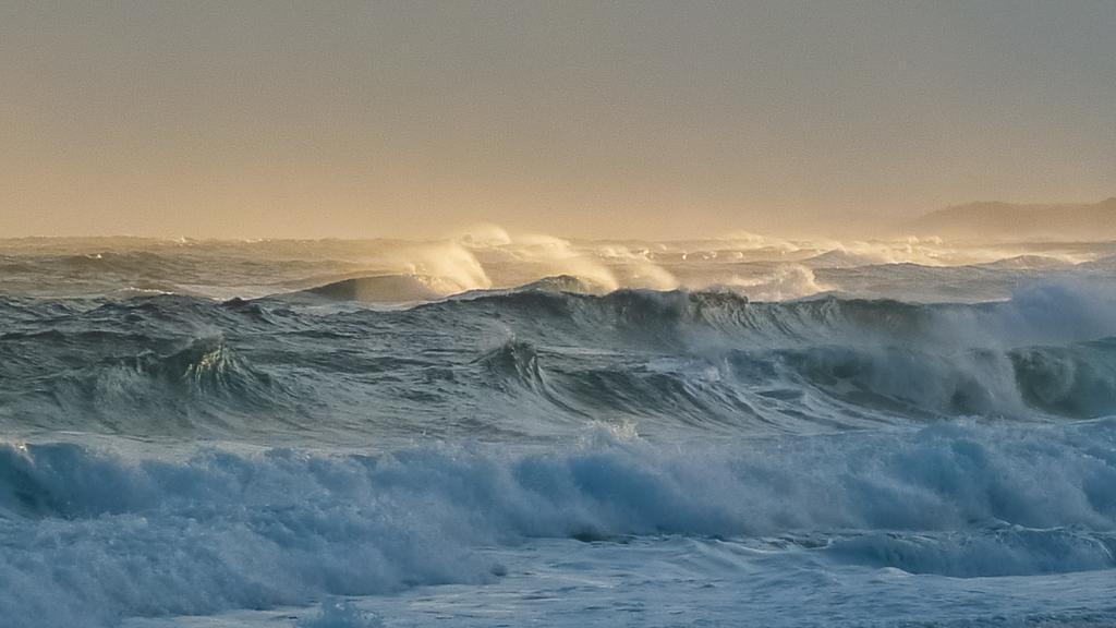 surf-near-clinton-rocks-croajingolong