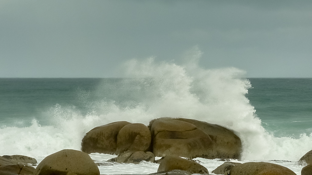 waves-breaking-rocks-croajingolong-national-park
