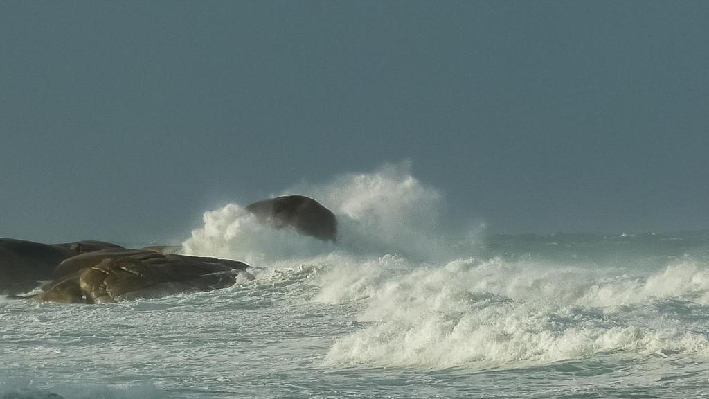 waves-breaking-rocks-croajingolong