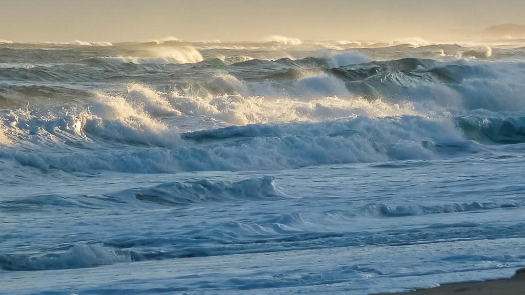 white-water-surf