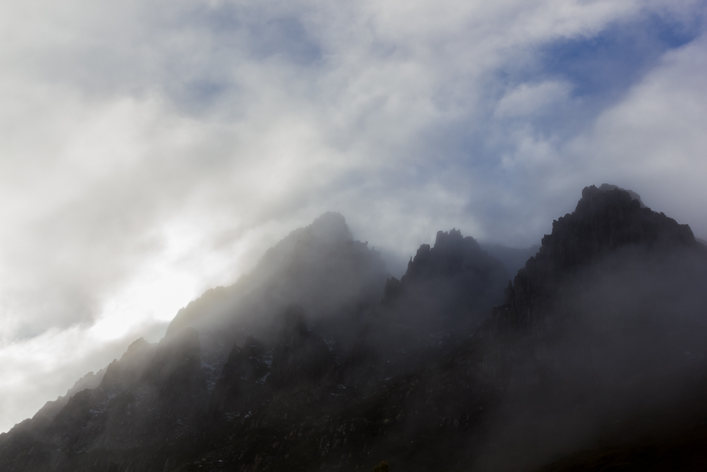 cradle-mountain-in-cloud