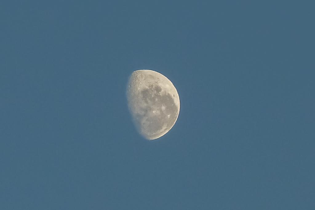 moon-in-daylight
