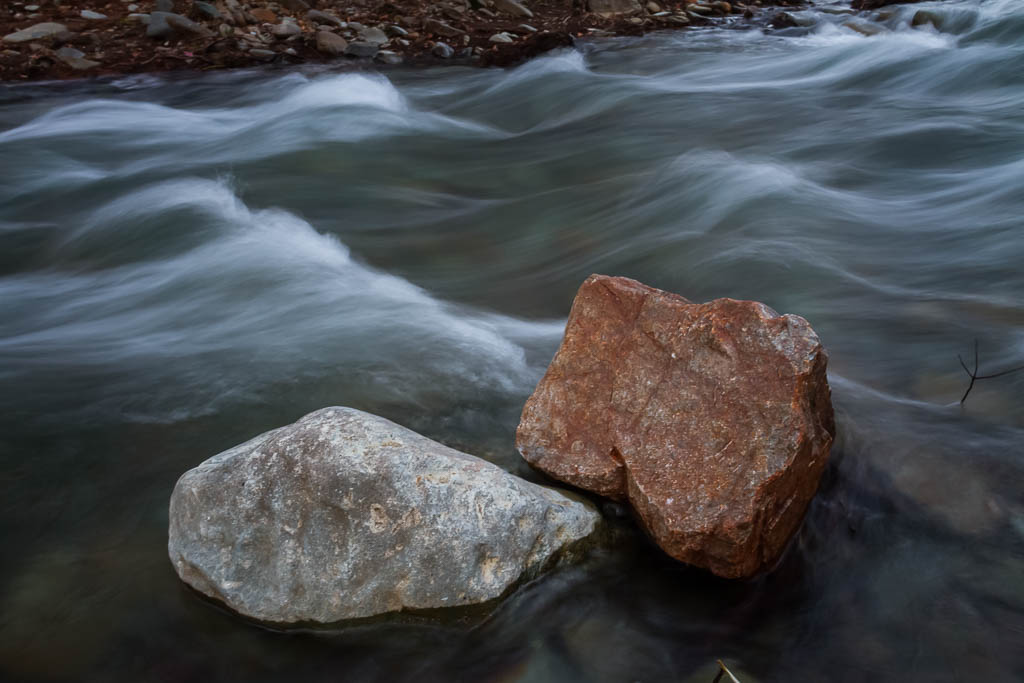 rocks-in-ovens-river