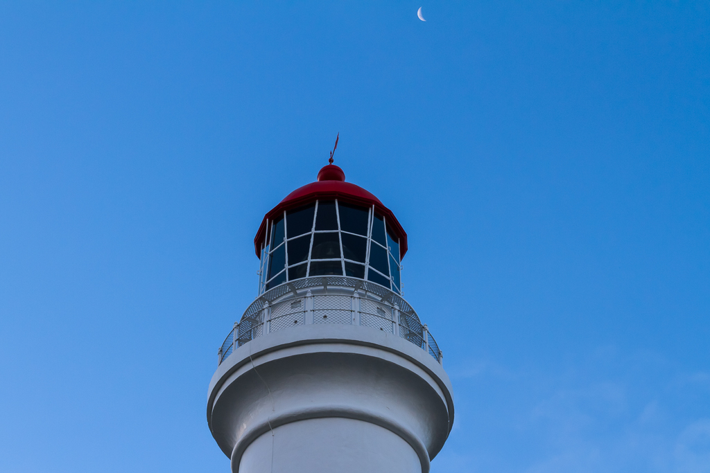 moon-above-split-point-lighthouse-otways