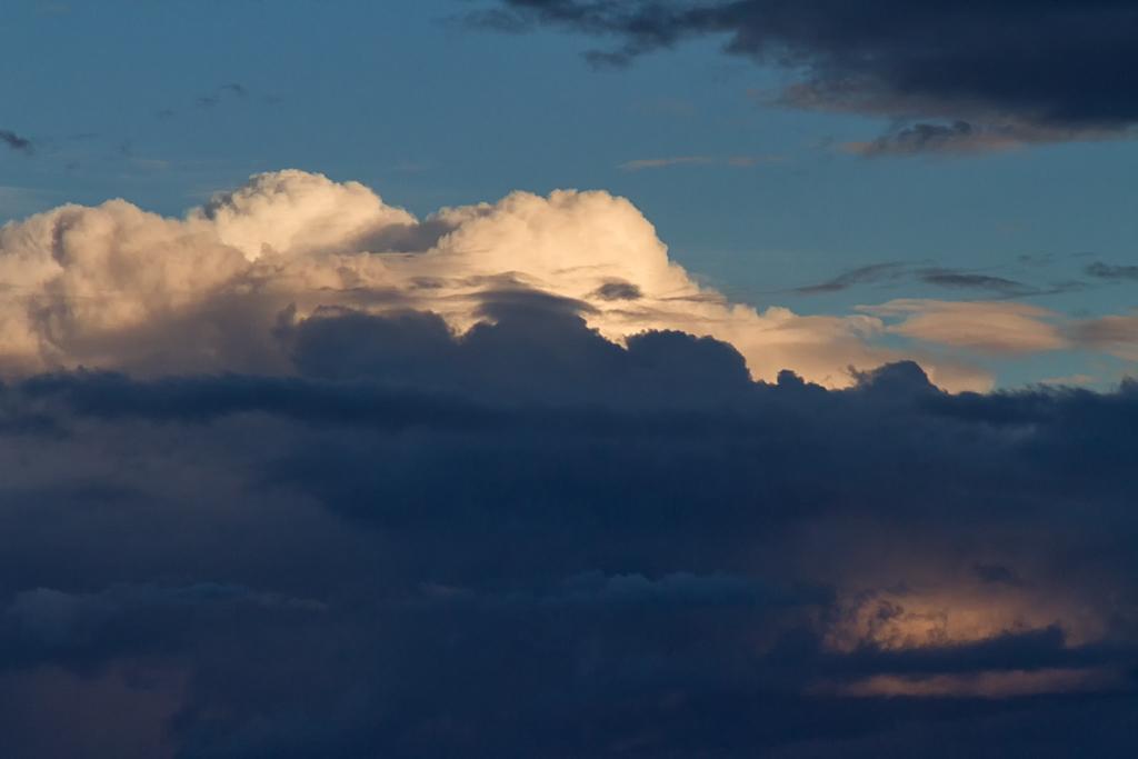storm-clouds-over-ocean