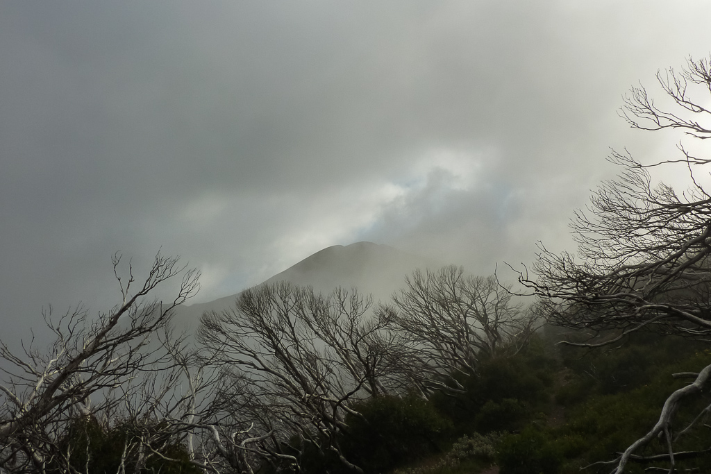 clouds-around-mount-feathertop