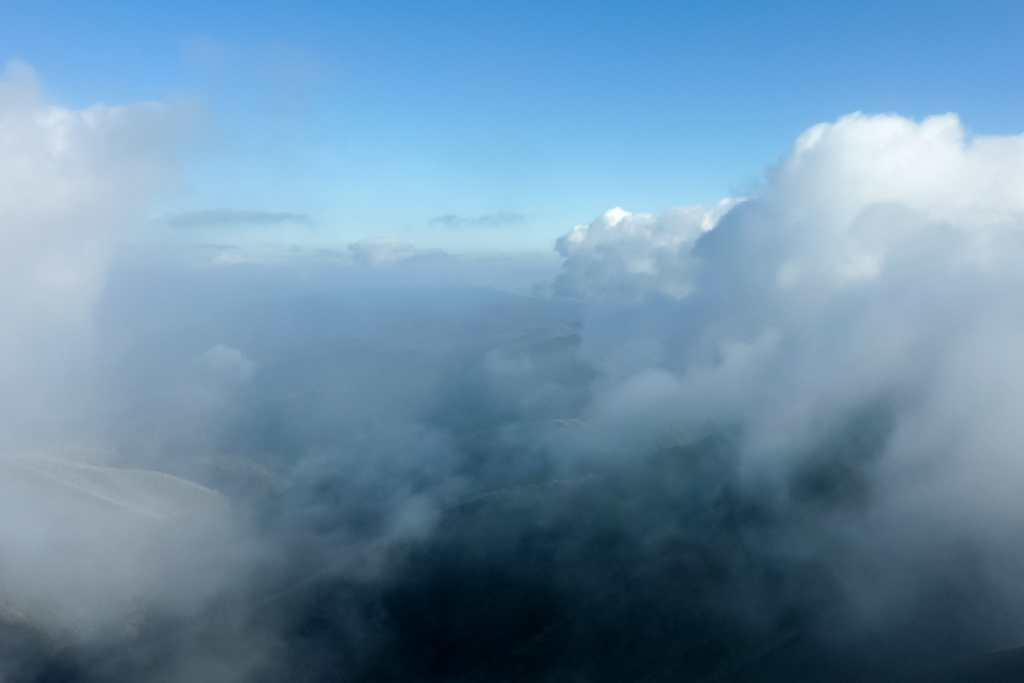 clouds-below-mount-feathertop