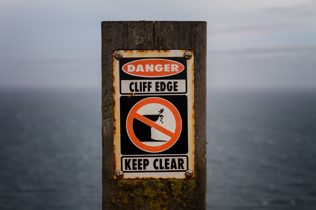 danger-sign-cliff-edge-cape-schanck