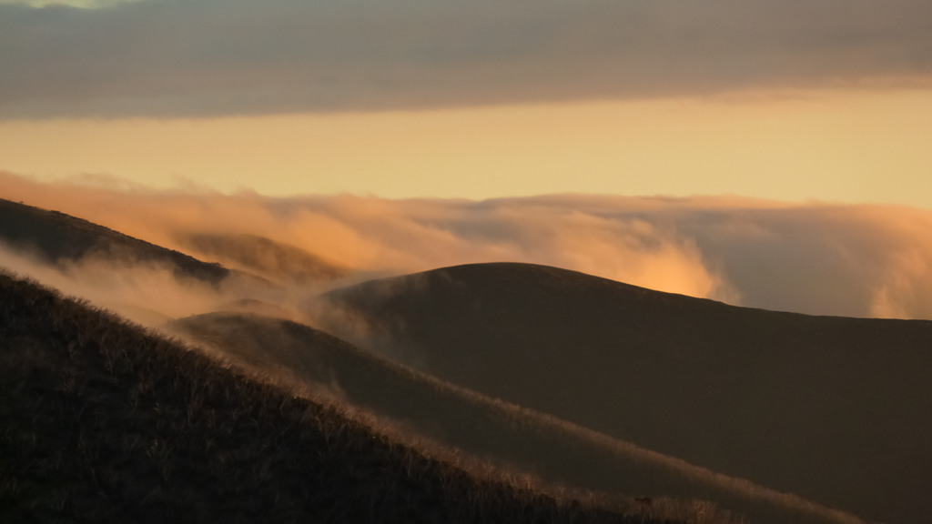 sunset-hills-near-mount-feathertop