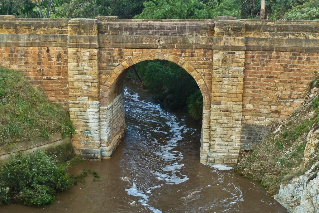 water-flowing-djerriwarrh-creek
