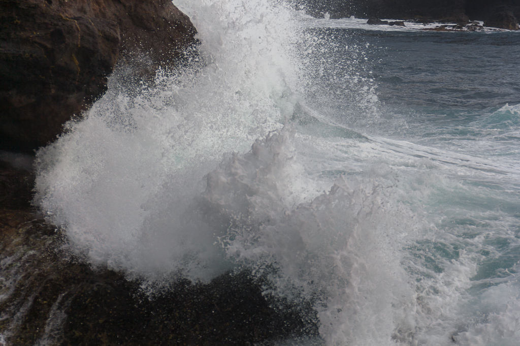 wave-breaking-near-archway-bushranger-bay