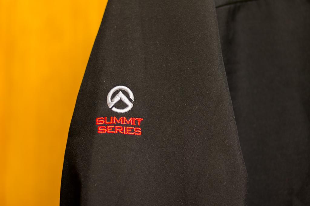 logo-north-face-summit-series-jacket