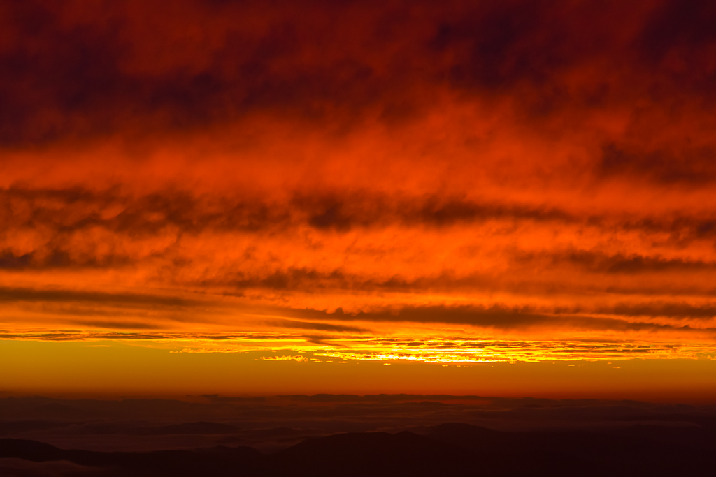 bright-red-sunset-light-mount-kosciuszko