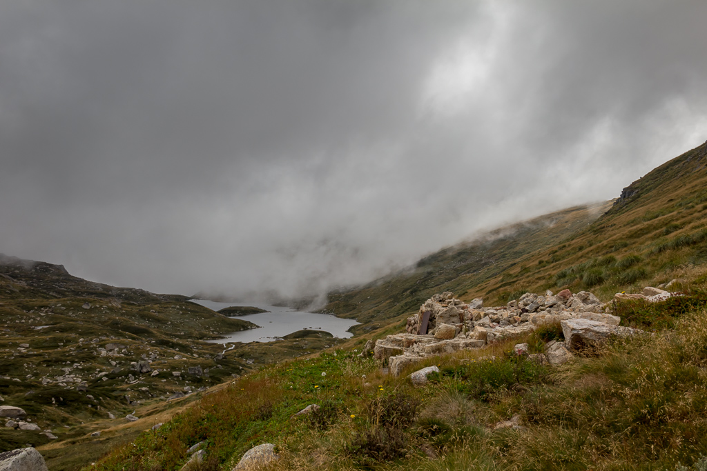 lake-albina-hut-ruins-low-cloud