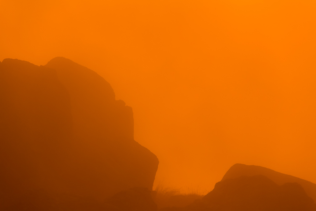 red-sunset-light-over-rocks-mount-kosciuszko