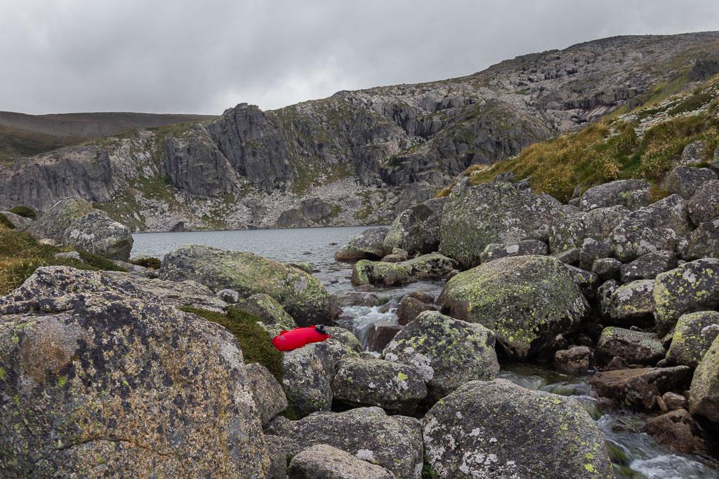 red-water-bag-next-blue-lake-main-range