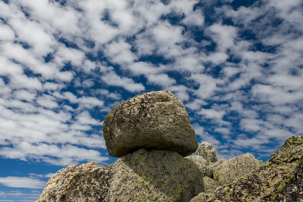 rocks-polarizer-blue-sky-clouds