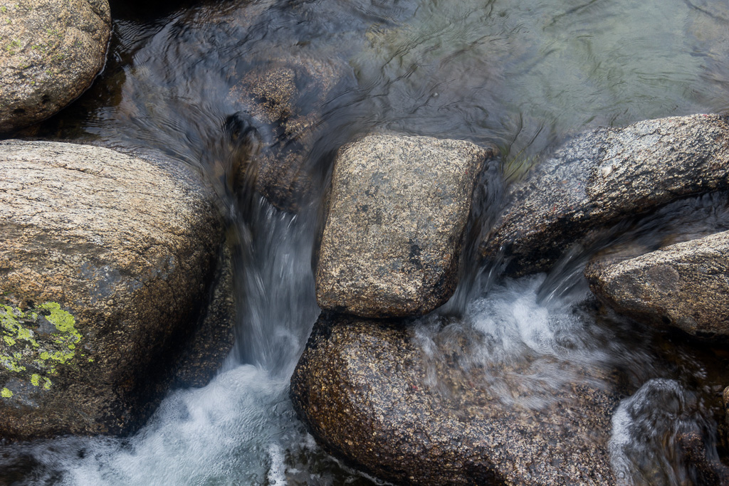 rocks-snowy-river