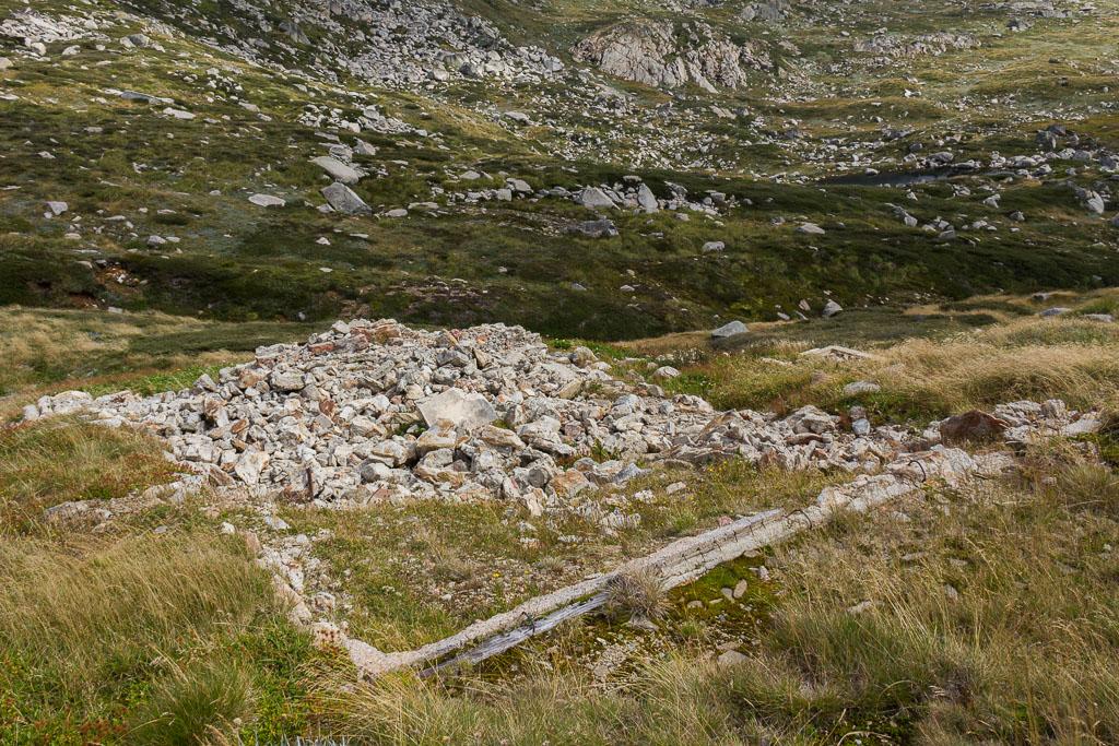 ruins-lake-albina-hut