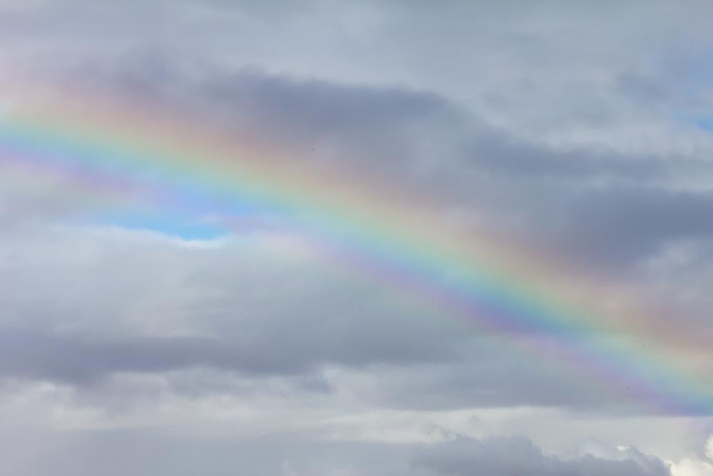 rainbow-in-sky-above-the-island