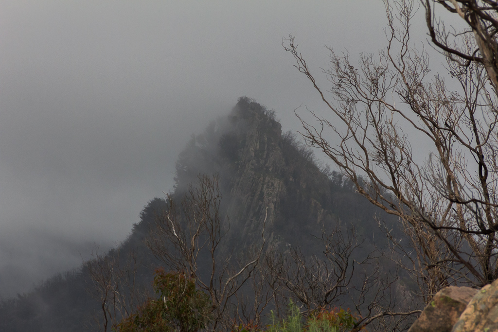 cloud-rain-over-sugarloaf-cathedral-range