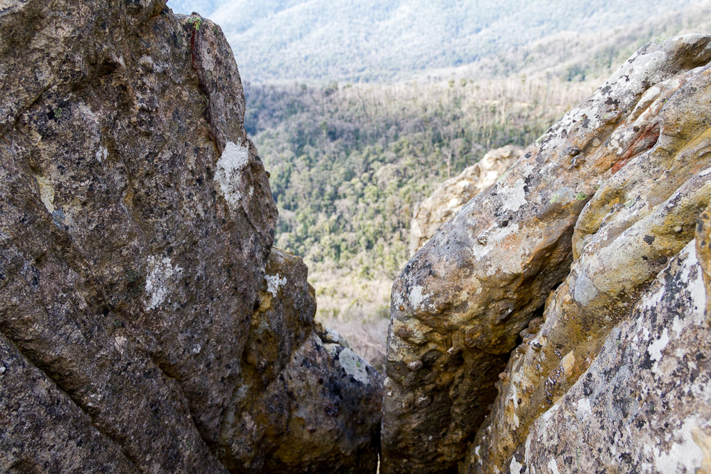 looking-over-ledge-razorback-cathedral-ranges