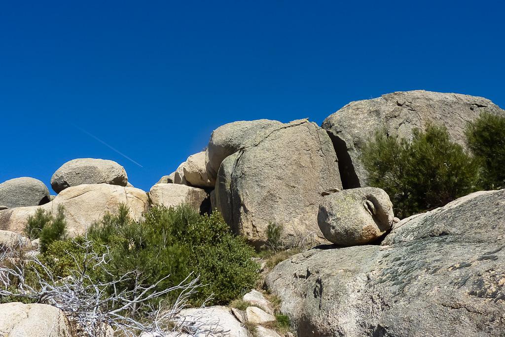 rocks-contrail-blue-sky-mt-mcleod