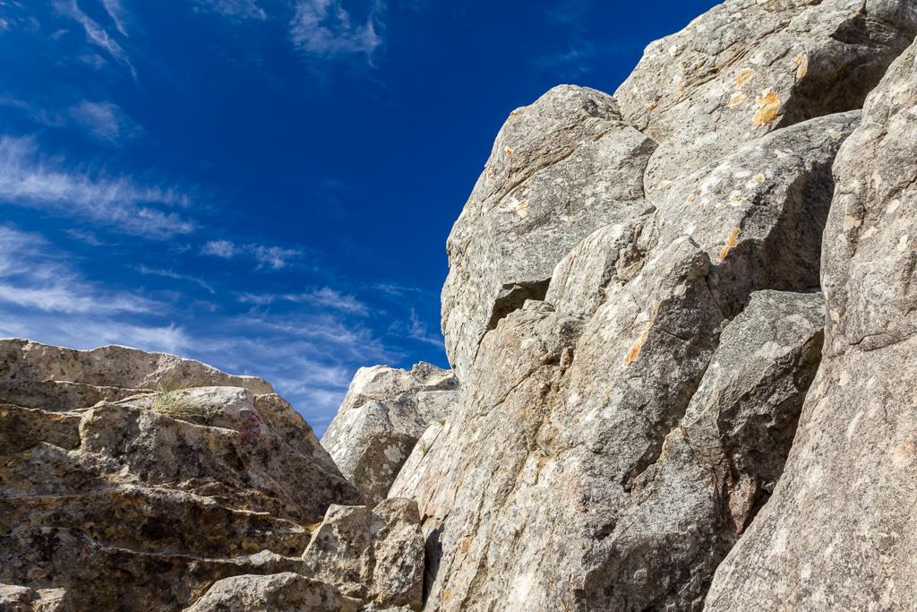 rocks-razorback-track-cathedral-range