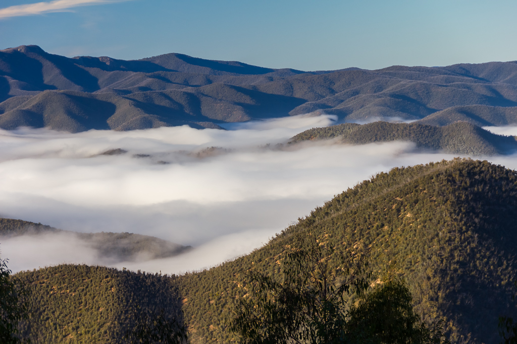 clouds-in-valley-bennison-lookout-alpine