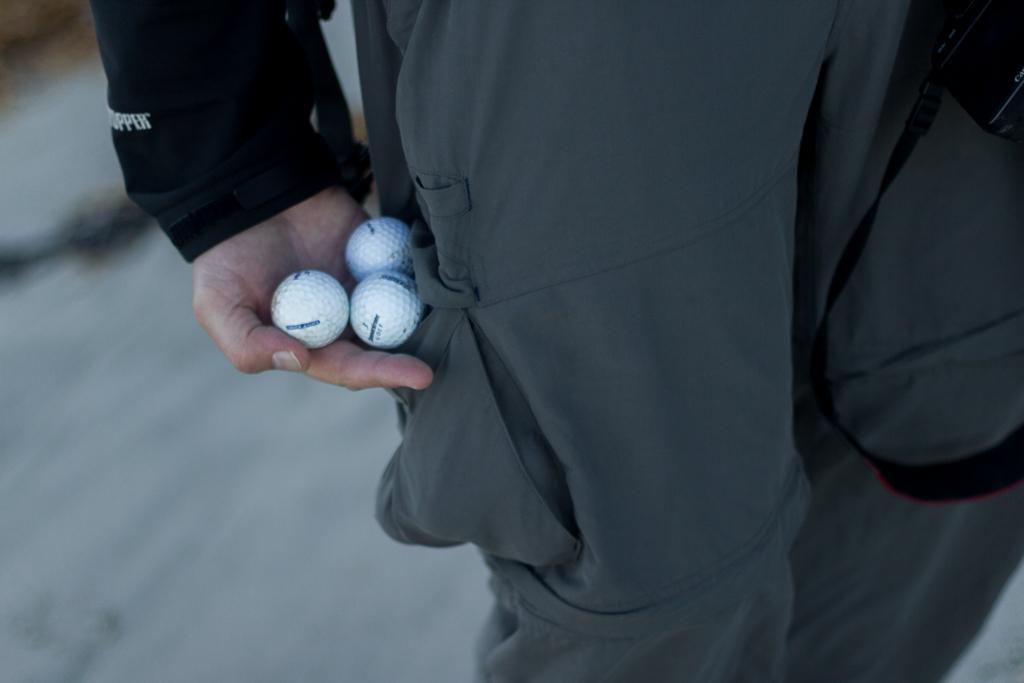 holding-golf-balls