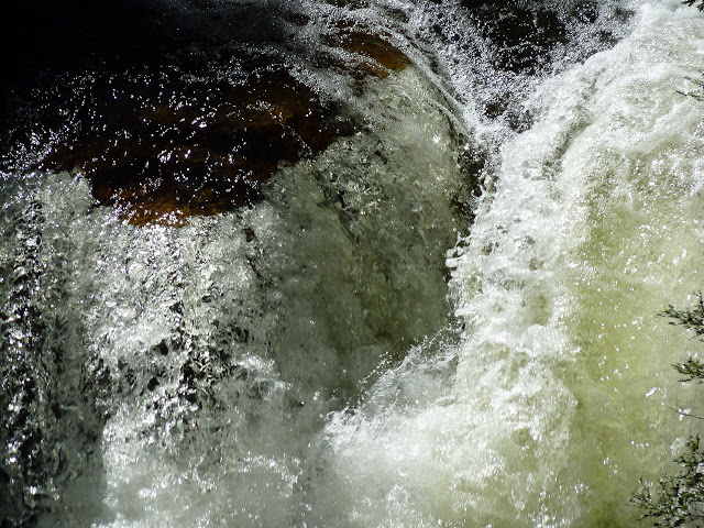 waterfall-overland-track