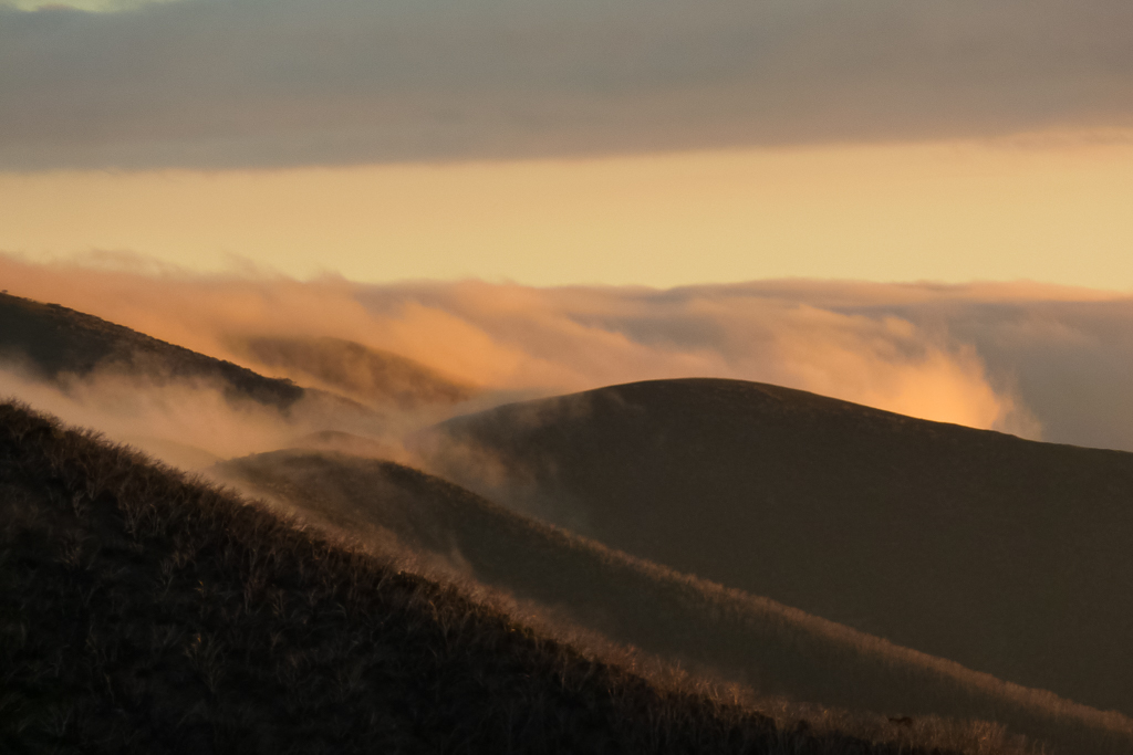 clouds-hills-near-mount-feathertop