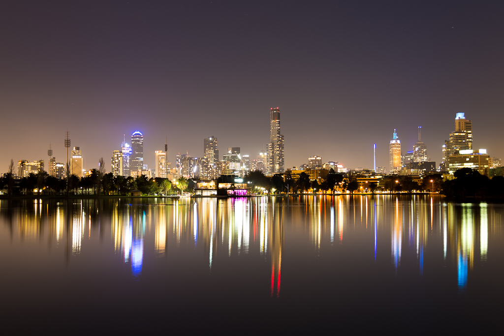 melbourne-night-reflections-albert-park-lake