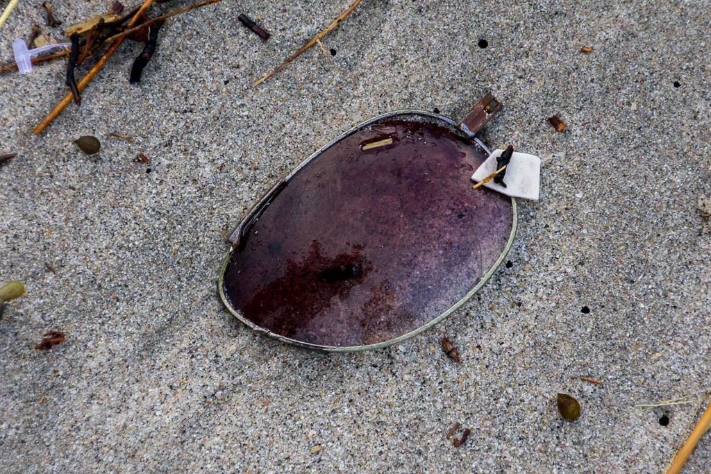 sunglass-lens-on-beach