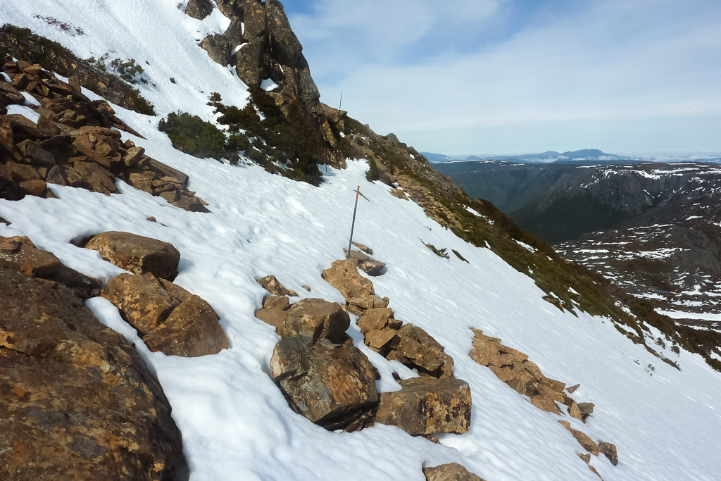 walking-cradle-mountain-snow-tasmania
