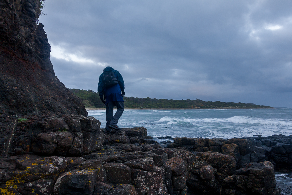 walking-on-rocks-flinders
