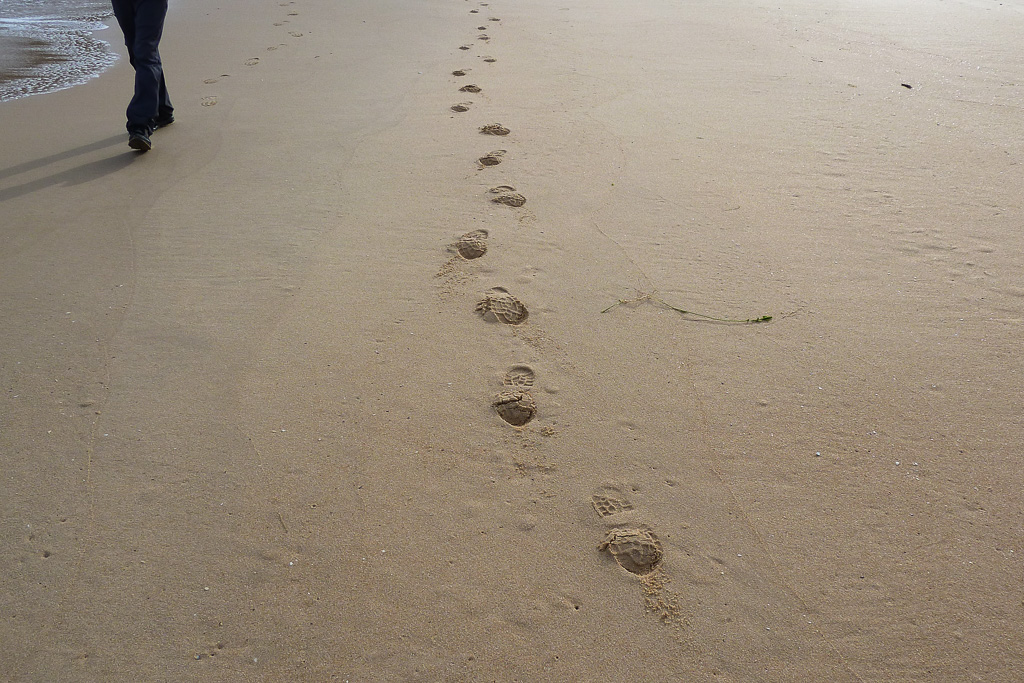 footprints-in-sand-beach