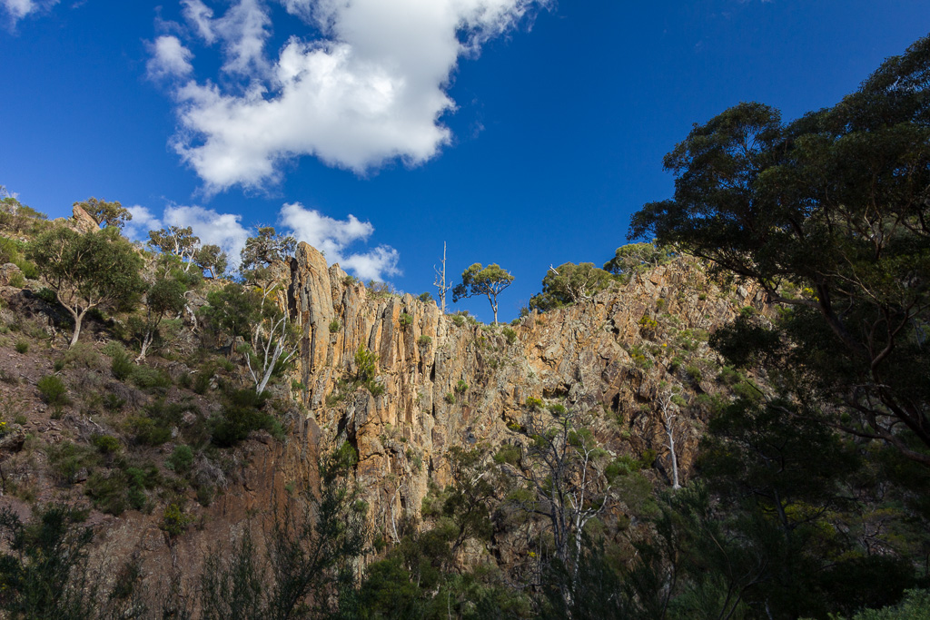rock-walls-above-needle-beach-werribee-gorge