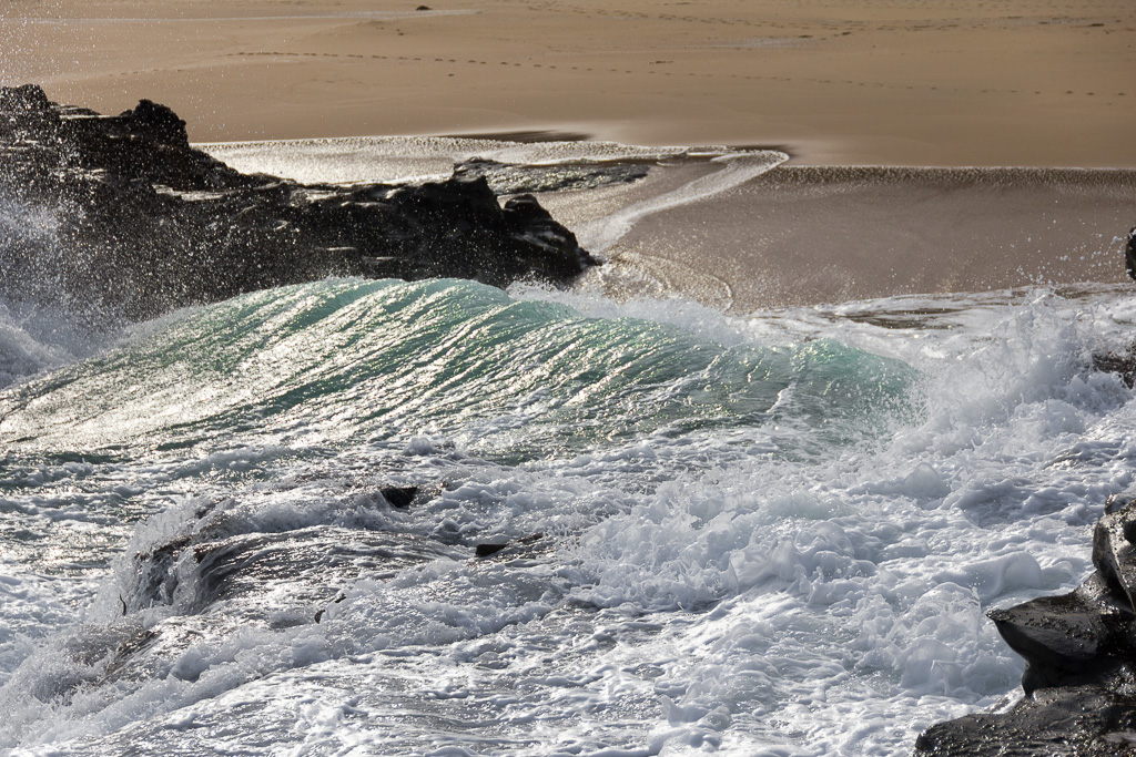 waves-breaking-on-half-moon-bay-beach