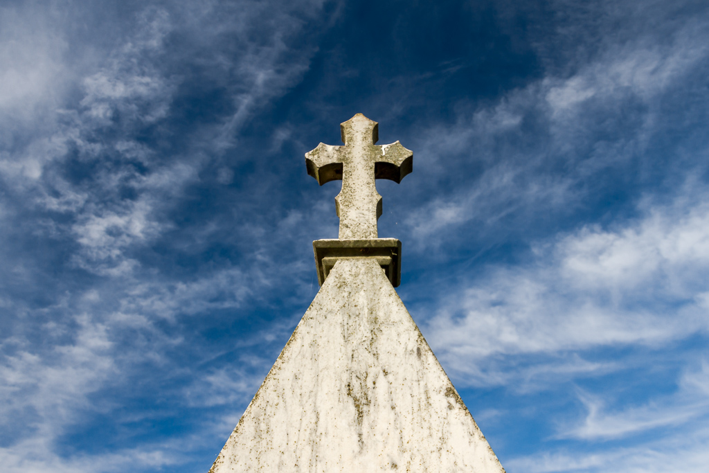 blue-sky-and-headstone-hopetoun-cemetery