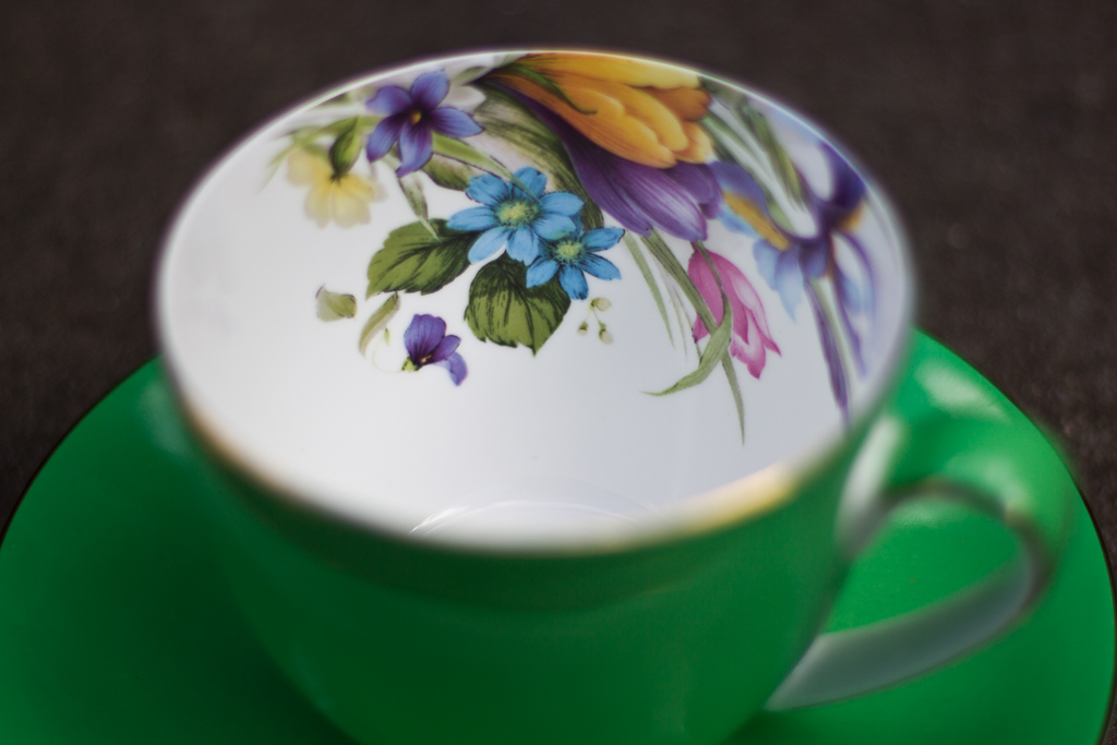 flower-pattern-inside-green-tea-cup