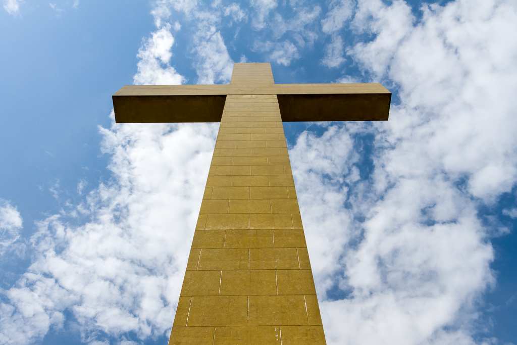 mt-macedon-memorial-cross