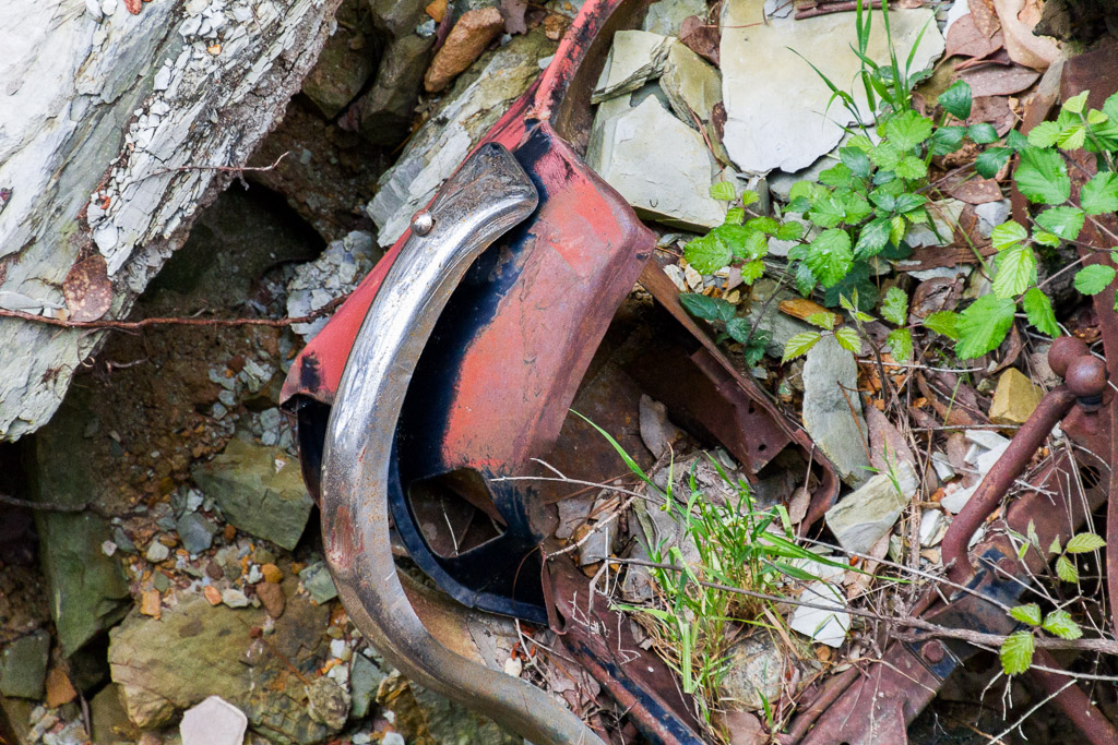abandoned-car-parts-in-gully-goldfields-victoria