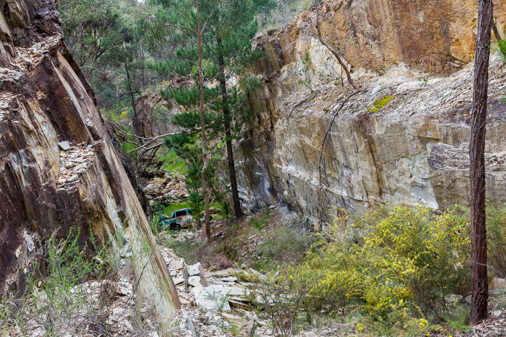 abandoned-car-wreck-in-gully-goldfields-victoria