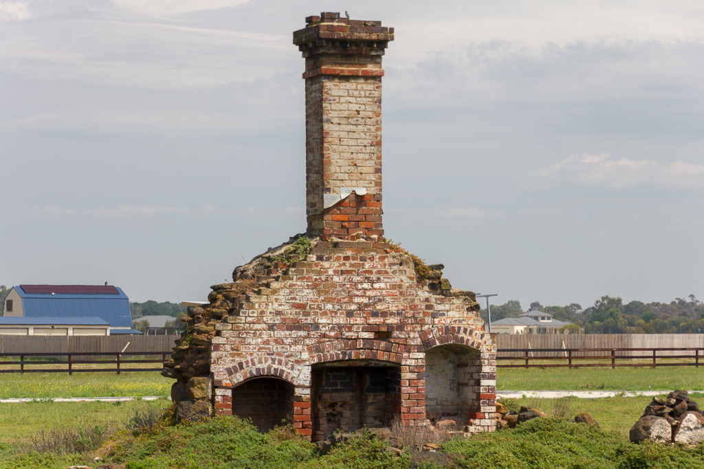 chimney-house-ruins-old-melbourne-road-lara