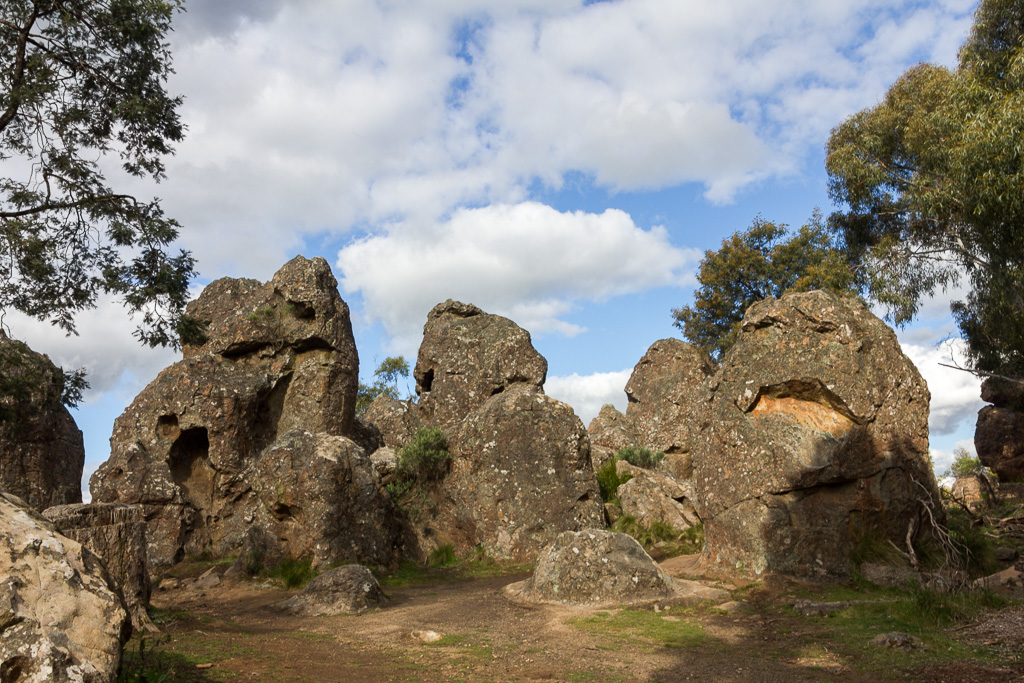 group-boulders-hanging-rock