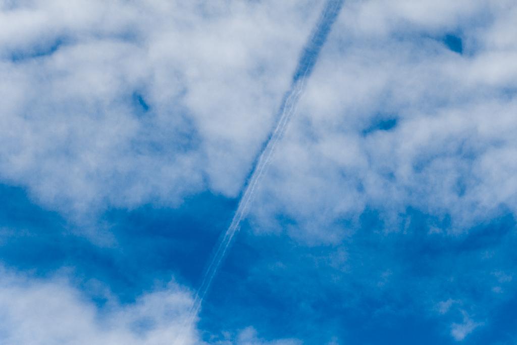 jet-contrail-cloud