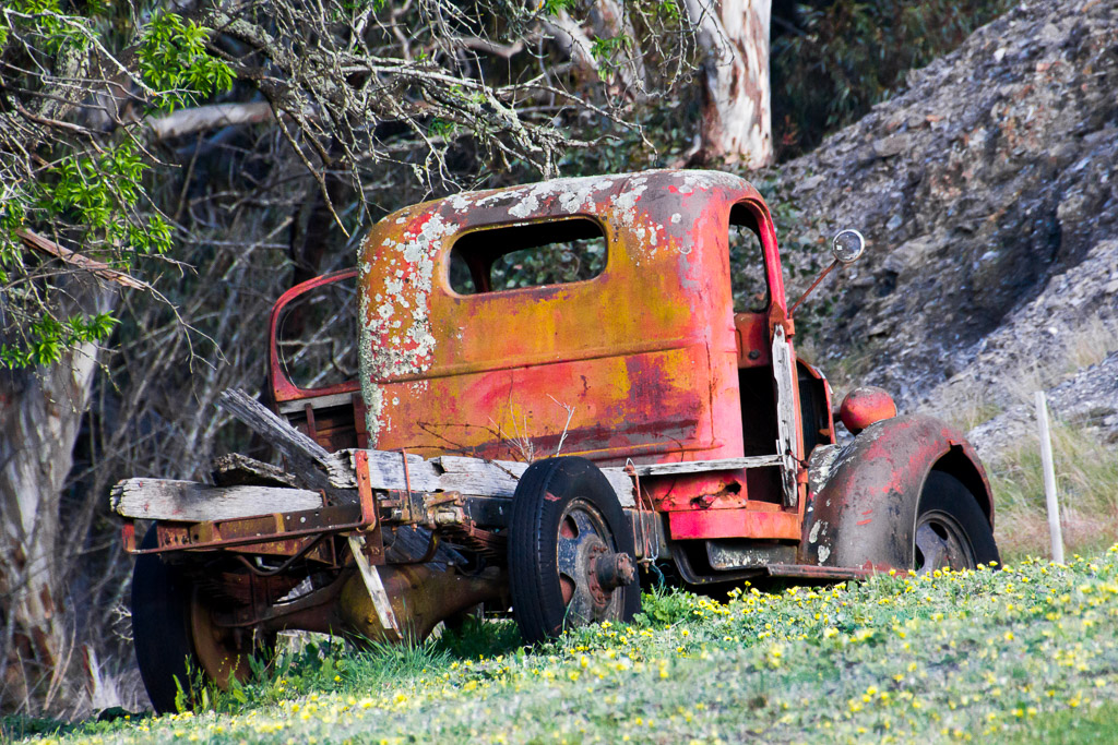 old-car-rusted-steiglitz