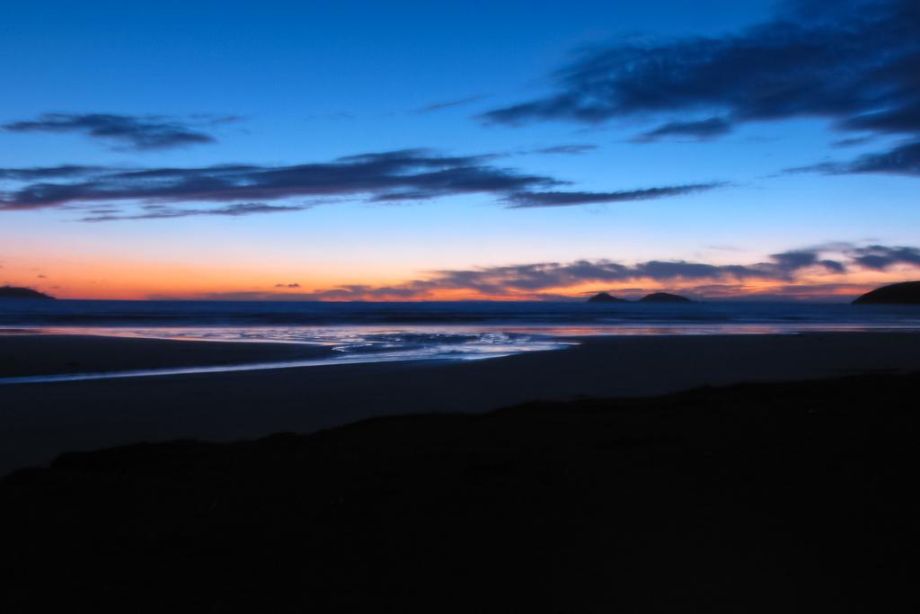 sunset-over-beach-oberon-bay-wilsons-promontory
