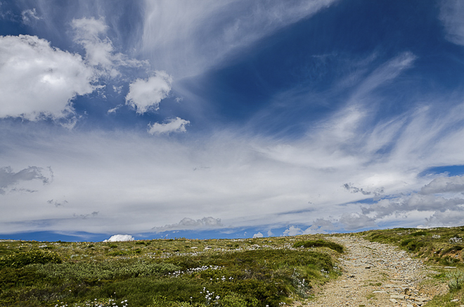 summer-blue-skies-mount-hotham